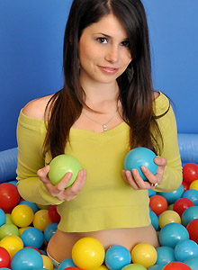 Hailey Loves Balls - Picture 1