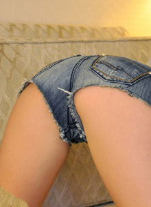 Hailey Shows Off In Some Really Short Jean Shorts - Picture 3